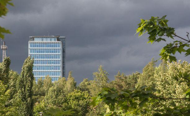 Perjantaina on monin paikoin sateista ja pilvistä, kertoo Ilmatieteen laitos.