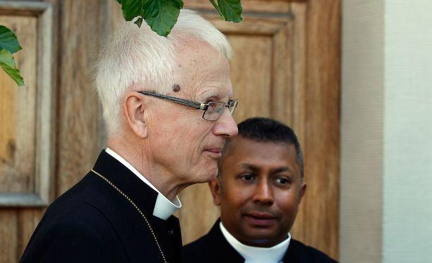 Arkkipiispa Anders Wejryd (vas.) ja pastori Michael Bjerkhagen.