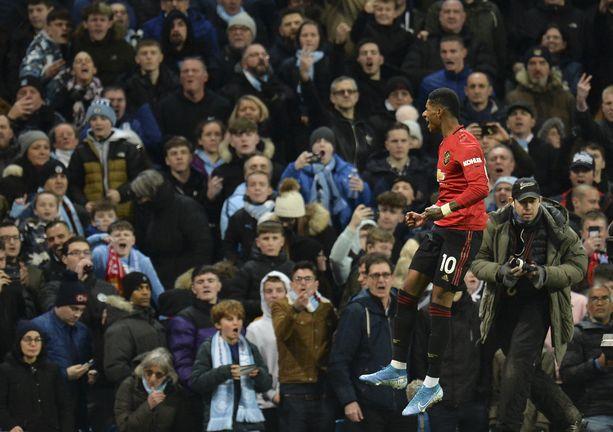 Manchester Unitedin Marcus Rashford kauden kymmenettä liigamaaliaan.