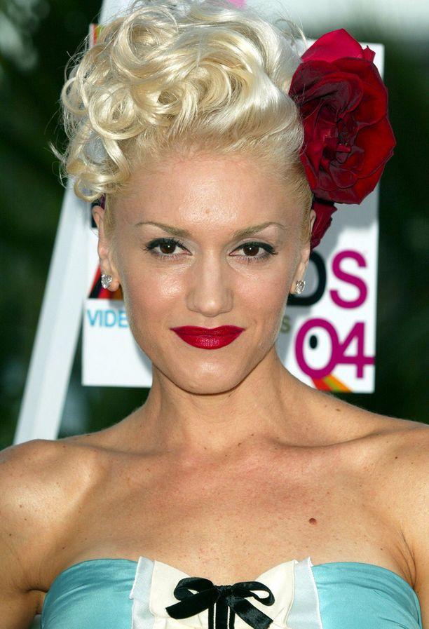 Näin hurjilta Gwenin kulmat näyttivät vuonna 2004.