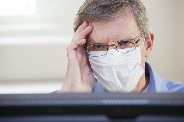 THL:n maskisuositus ei koske työyhteisöjä, mutta käytännössä monella työpaikalla on menty THL:n maskisuositusten mukaan.