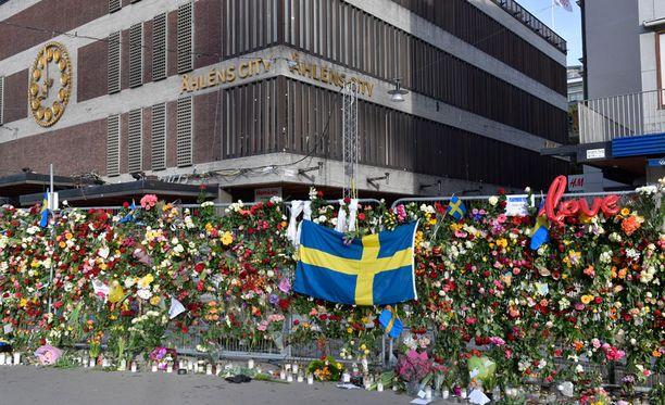 Kolme terrori-iskun uhria on tunnistettu.