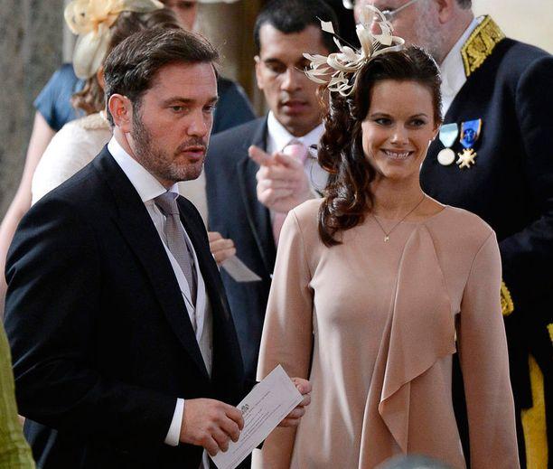 Madeleinen puoliso Chris O'Neill ja erityisesti Carl Philipin kihlattu Sofia Hellqvist kiinnostavat uusina kuninkaallisina.