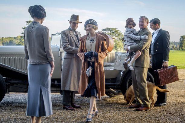 Downton Abbey keräsi kuuden tuotantokauden aikana 3 Golden Globe -palkintoa ja 15 Emmy-palkintoa. Sarjan fanit odottavat elokuvaa innoissaan.