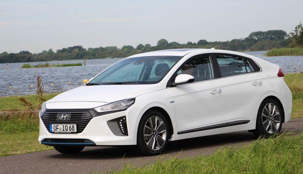 Hyundai Ioniq -hybridi pääsee bussikaistarajan alle, vaikka ei olekaan ladattava hybridi ja vaikka hinta jää alle 30 000 euron.