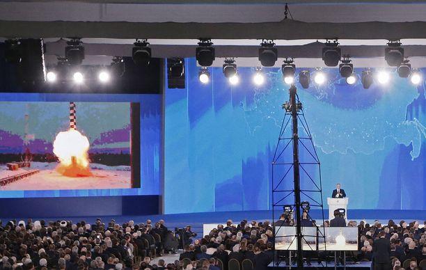 Venäjän presidentti Vladimir Putin kehui puheessaan maansa parlamentille 1. maaliskuuta, kuinka Venäjä on kehittänyt ainutlaatuisia aseita.