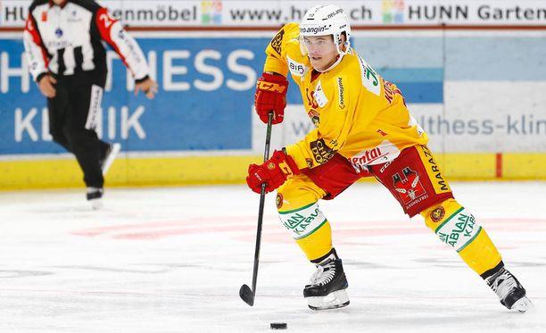 Ville Koistinen kiekkoili syksystä 2015 lähtien Langnau Tigersissa, josta hän lähti yllättäen vuodenvaihteessa 2017-2018.