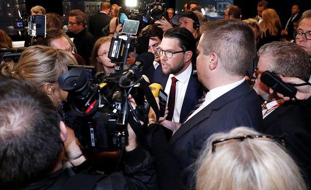 Muut puolueet ovat torjuneet yhteistyön Jimmie Åkessonin ruotsidemokraattien kanssa. Yhden arvion mukaan valtaan astuu vähemmistöhallitus, joka tukeutuu joissakin asiakysymyksissä ruotsidemokraatteihin.