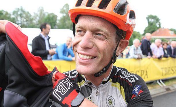 Molemmista turmista selvinnyt hollantilainen Maarten De Jonge on kilpapyöräilijä.