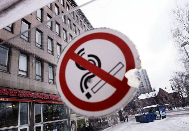 Tupakointi on kielletty vähän joka paikassa.