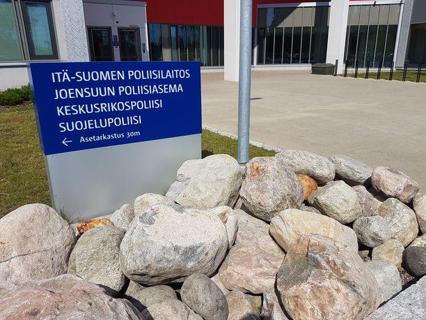 Poliisi sai lauantaina 22.8. kello 22.30 jälkeen hätäkeskuksen kautta ilmoituksen, jonka mukaan Joensuussa Parrutiellä sijaitsevalta kiinteistöltä oli kuulunut useita laukauksia. Arkistokuva.