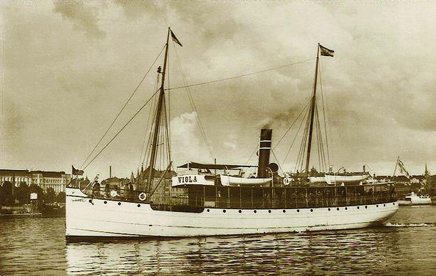 Vuonna 1893 rakennettu Viola-nimisen aloitti liikenteen Helsingin ja Tallinnan välillä vuonna 1914. Maailmansota kuitenkin katkaisi nämä purjehdukset. Kun vihamielisyydet viimein päättyivät, jatkoi Viola Tallinnan-liikennettä koko sotien välisen ajan.