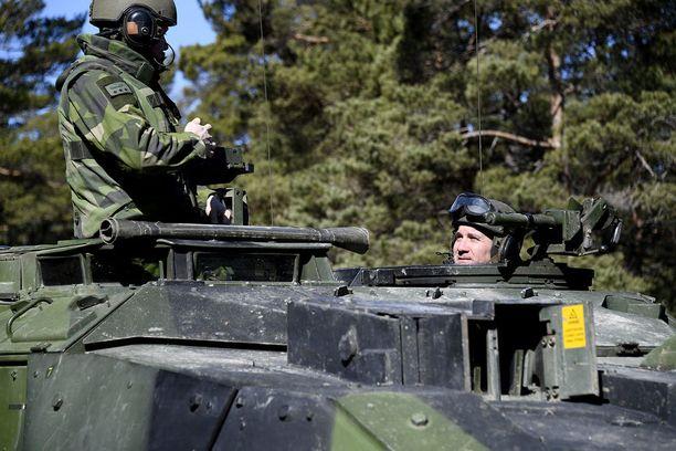 Gotlantiin on sijoitettu jälleen Ruotsin asevoimien yksikköjä. Kuva on huhtikuulta, jolloin pääministeri Stefan Löfven vieraili Gotlannissa.