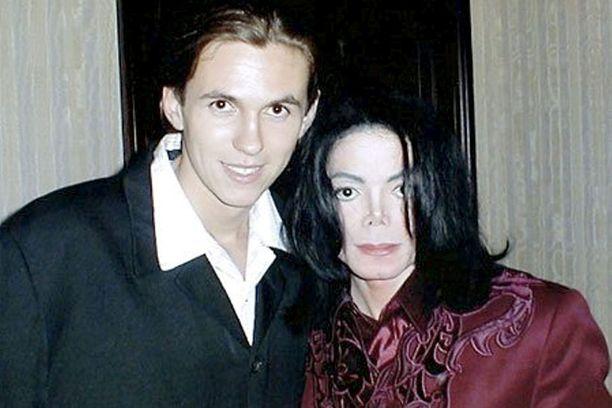 Henkivartijan mukaan Jackson sanoi hänelle suoraan, että hän on Jacksonin nuorimman pojan biologinen isä.