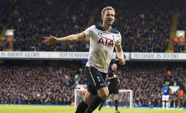 Tottenhamin Harry Kane teki selvää Evertonista.