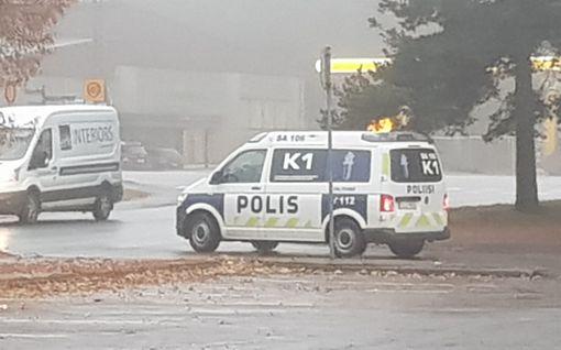 """Uutta tietoa Harjavallan poliisioperaatiosta: Etsitty 16-vuotias oli käynyt teräaseella 52-vuotiaan naisen kimppuun – """"Hengenvaarallista väkivaltaa"""""""