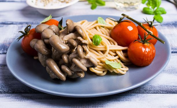 Hiilihydraattipitoista syötävää ovat esimerkiksi kasvikset, hedelmät, peruna, leipä, riisi, pasta, murot ja sokeri.