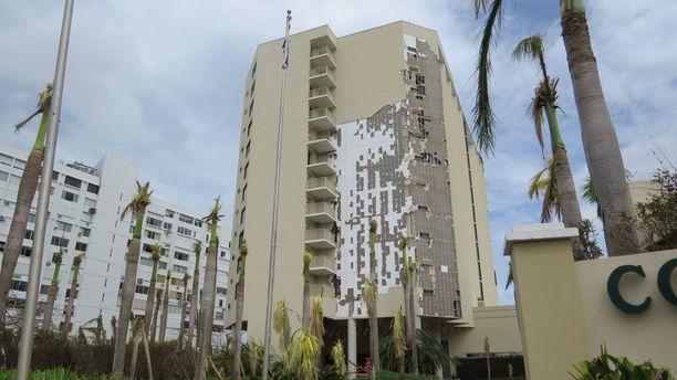 Marriott-hotelli lähellä San Juanin lentokenttää menetti osan seinäpaneeleistaan.