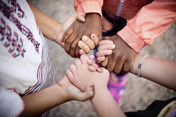 Pelastakaa Lapset ry tekee työtä Suomen ja maailman lasten auttamiseksi.