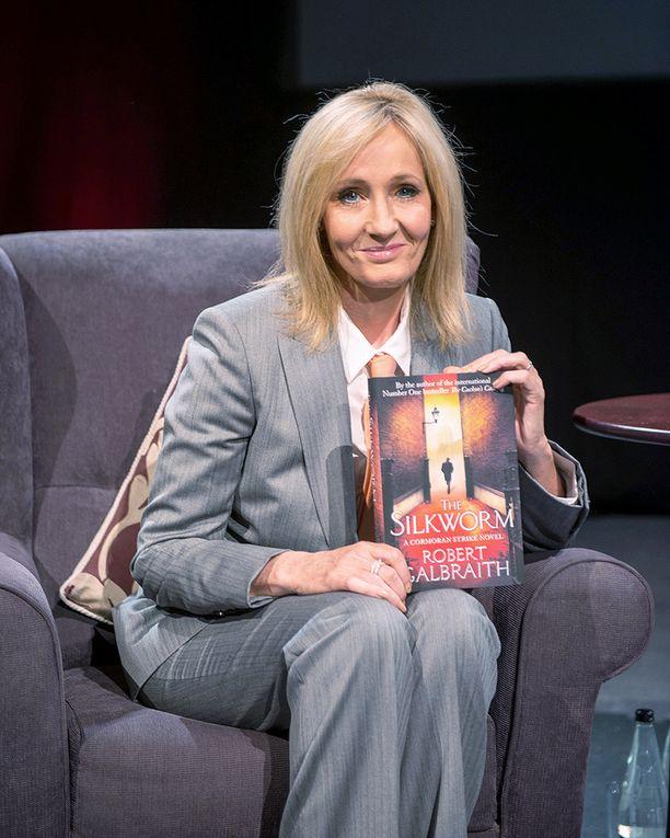 J. K. Rowling paljasti Iltalehdelle tulevia kirjaprojektejaan.
