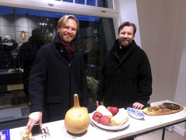 Kauppatieteen maisterit Sebastian Schauman (vas.) ja Anssi Jokinen ottivat ison riskin vaihtaessaan rahoitusalan kalustebisnekseen.