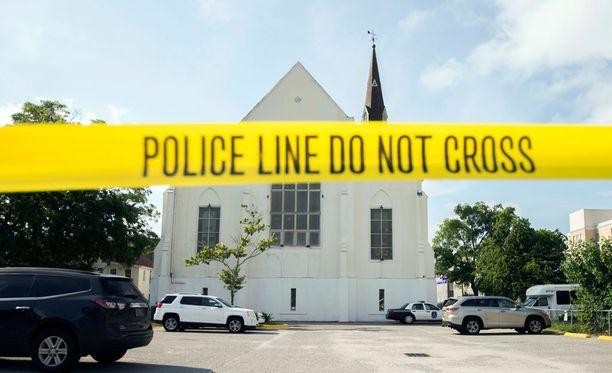 Charlestonin kirkossa Yhdysvalloissa surmattiin yhdeksän ihmistä.