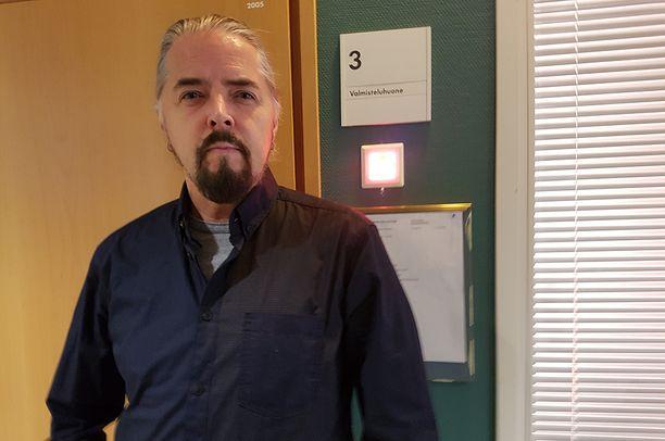 Jukka Lewis osallistui käräjillä valmisteluistuntoon. Hän ei halunnut kommentoida.
