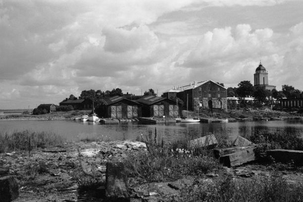 Yksi Suomenlinnan saarista, Susisaari, näytti tältä 1970-luvulla.