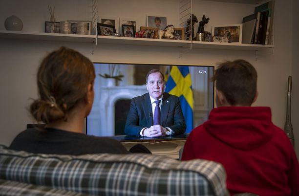 Ruotsin pääministeri Stefan Löfven puhui kansalle sunnuntai-iltana suorassa televisiolähetyksessä SVT:llä.
