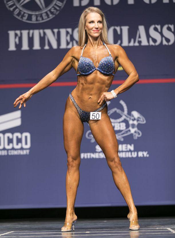 Marika Harjunpää kisalavalla huhtikuun Fitness Classicissa Helsingissä.