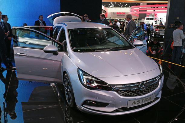 Opel Astra -mallisto täydentyi heti farmarimallilla.