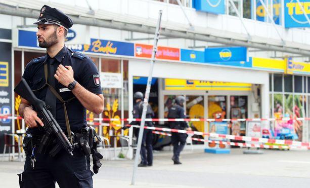 Puukottaja nappasi puukon supermarketin hyllyltä ja alkoi tappaa.