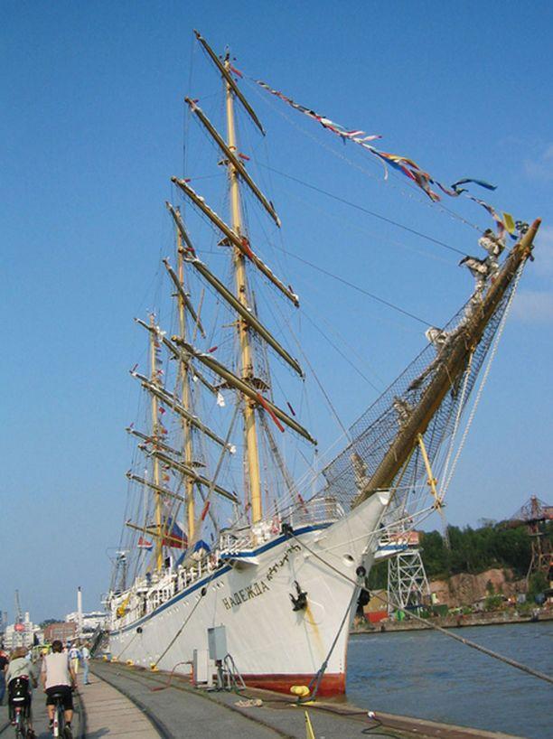 Tapahtuman sääntöihin kuuluu, että jokaisen aluksen miehistöstä puolet tulee olla 15-25 -vuotiaita.