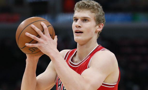 Lauri Markkanen ei pääse osallistumaan Chicago Bullsin otteluun Boston Celticsiä vastaan.