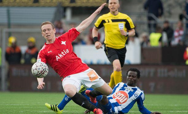 HIFK:n Mikael Forssell ja HJK:n Anthony Annan ottivat kovaa yhteen kauden ensimmäisessä derbyssä.