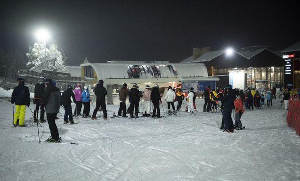 Eteläsuomalaisten hiihtolomat Pohjois-Suomeen ovat herättäneet arvostelua. Kuva Leviltä.