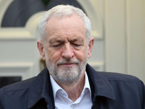 Labourin puheenjohtaja Jeremy Corbyn on rohkaissut puolueensa jäseniä äänestämään Norjan mallia mukailevan ehdotuksen puolesta. Äkkieron välttämiseksi päätöksiä olisi synnyttävä brittiparlamentissa pian.