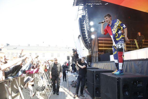 Robin laulatti fanejaan Helsingissä.