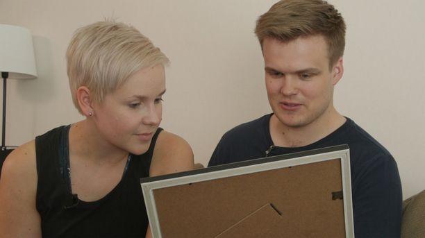Ensitreffit alttarilla -aviopari Rosa ja Eetu ovat kokeneet ahdistusta avioliitossaan. Nyt he ottavat aikalisän.