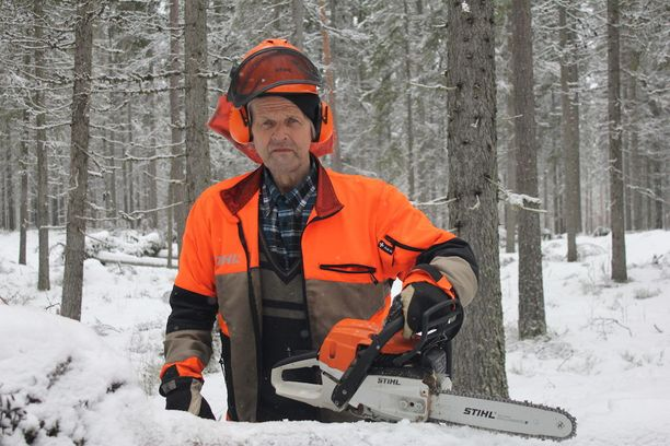 Kokenut sahamestari Jaakko Pessinen nauttii sydämensä kyllyydestä metsästä. Töiden lomassa on välillä aikaa kuunnella ympäristön ääniä. Parhaita hetkiä ovat aikaiset aamut, kun linnut aloittavat laulunsa.