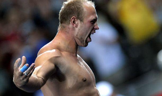 Robert Harting nautti maailmanmestaruudestaan täysin siemauksin.