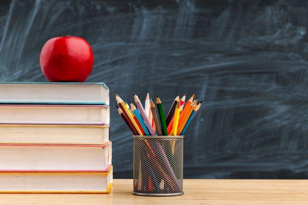 Resurssipula huolettaa peruskoulun opettajaa. Kuvituskuva.