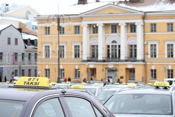 Mielenilmaus Helsingin Senaatintorilla oli yksittäisten taksiyrittäjien järjestämä.