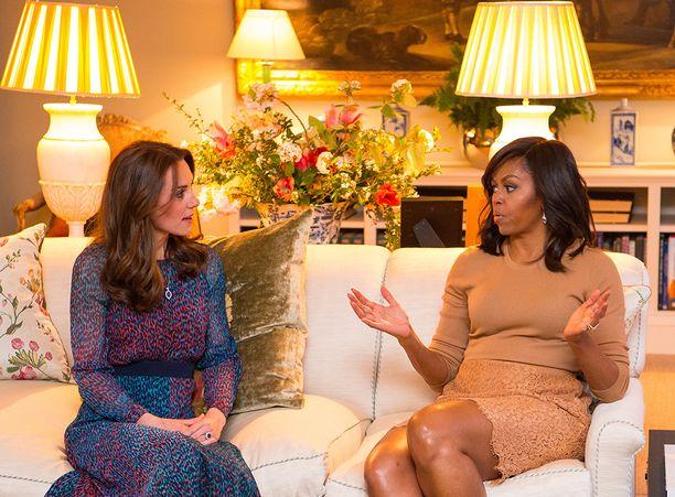 Michelle Obama ja Kate viihtyivät selvästi toistensa seurassa.