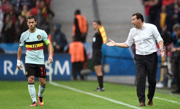 Marc Wilmots antoi ohjeita Eden Hazardille.