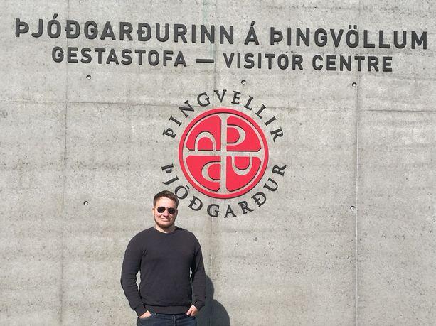 Jesse Viljanen on nykyisin innokas matkailija. Hän säästää joka kuukausi satasen matkakassaan.