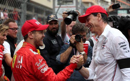 """Nico Rosbergin tapaus kummittelee yhä – Mersu pitää sittenkin Sebastian Vettelille ovea auki: """"Se ei ole pelkkää tyhjää puhetta"""""""