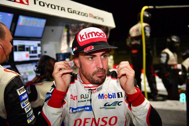 Fernando Alonso pääsi tällä kaudella testaamaan myös Toyotan WRC-ralliautoa.