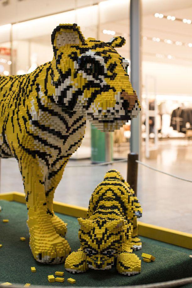 Legoista rakennettu tiikeri painaa 86 kg, tiikerinpentu taas 8 kg.