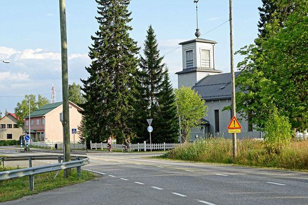 Pylkönmäen keskustan maisemaa hallitsee kylän kirkko.